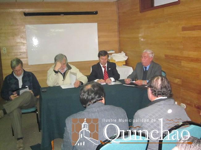 CONCEJOS MUNICIPALES DE QUINCHAO Y CURACO DE VELEZ SE REUNIERON CON INTENDENTE REGIONAL,  POR EL ALZA  DEL TRANSBORDO EN EL CANAL DALCAHUE
